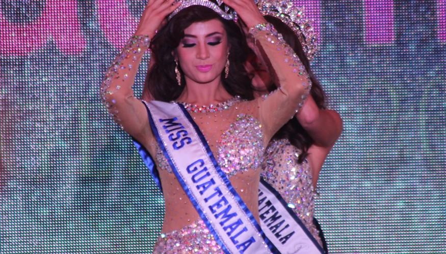 Jeimmy Aburto es coronada como Miss Universo Guatemala 2015