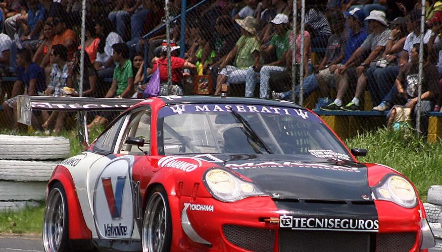 Iturbide triunfa en categoría Modificada GT1