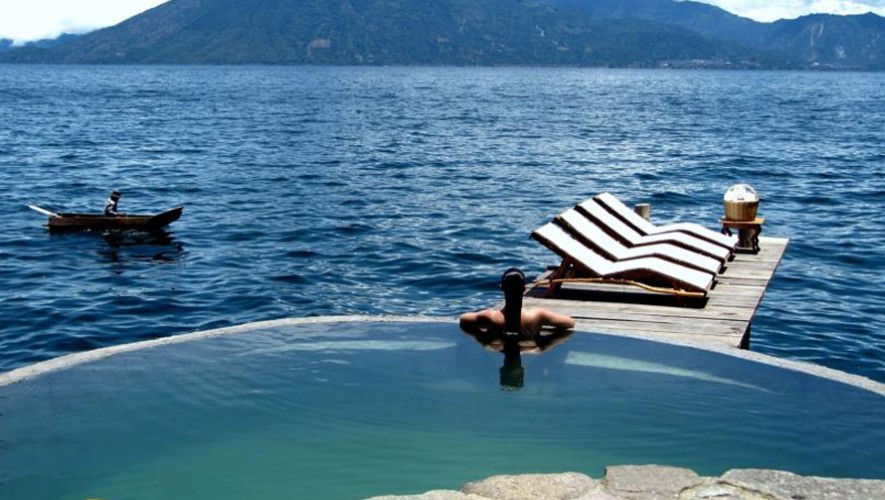 Vista desde el Hotel Laguna Lodge en Atitlán. (Foto: Booking)