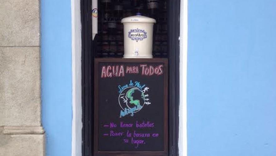 Un Ecofiltro fue colocado para ofrecer agua potable gratis a los transeúntes. (Foto: Facebook Ecofiltro)