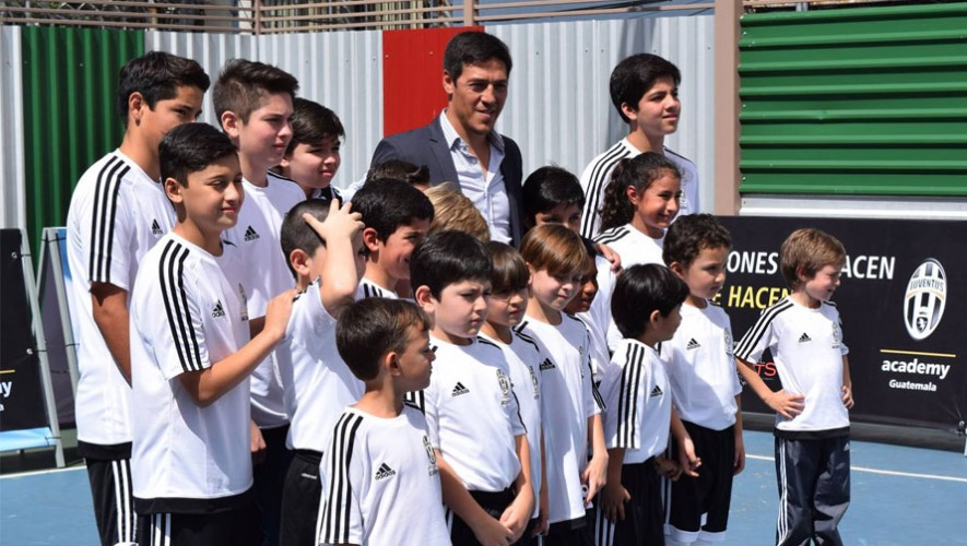 Los colores bianconeri de la Juventus Academy también se ven en Ciudad de Guatemala. (Foto: Facebook Juventus Academy Guatemala)
