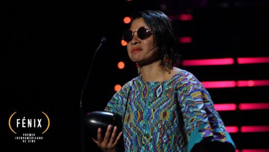 Sofia Lantan recibió el premio en la categoría Mejor Vestuario por Ixcanul en los Premios Fénix. (Foto: Twitter Premios Fénix)