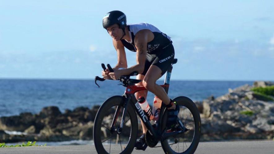 El atleta guatemalteco Raúl Tejada finalizó en quinto lugar en la competencia Ironman Cozumel 2015. (Foto: Facebook Raul Tejada)