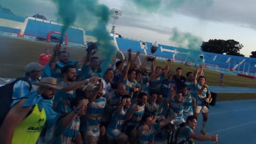 Así celebraron los guatemaltecos el triunfo. (Foto: Facebook Asociación Guatemalteca de Rugby)