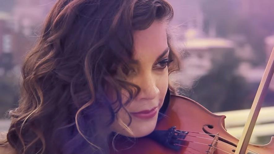 """Fernanda Vásquez presentó su primer videoclip """"Wake Me Up (Cover)"""". (Foto: YouTube)"""