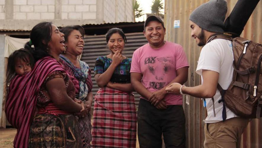 Los buenos guatemaltecos somos más, y estos héroes anónimos lo demuestran. (Foto: Facebook  TECHO Guatemala/ Ligia María Saquiché)