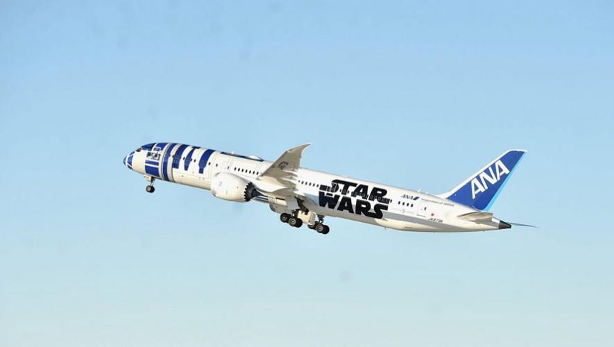 El avión en el que viaja el elenco de la nueva película Star Wars: El Despertar de la Fuerza. (Foto: Facebook Star Wars)