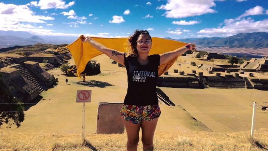 Rebeca Lane en el Monte Alban en Oaxaca, México. (Foto: Facebook Rebeca Lane)