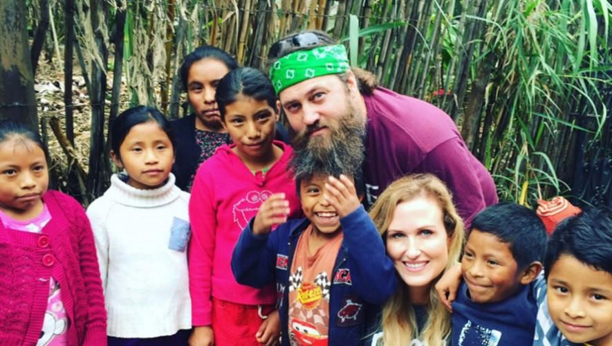 La estrella de la serie Duck Dinasty visitó Guatemala para realizar trabajo social. (Foto: Twitter Roma Boots)