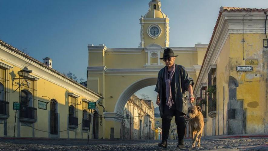 El restaurante La Oficina en Antigua Guatemala provee alimento y agua a perros de la calle. (Foto: Facebook Perhaps you need a little Guatemala/ Marco Reyes)