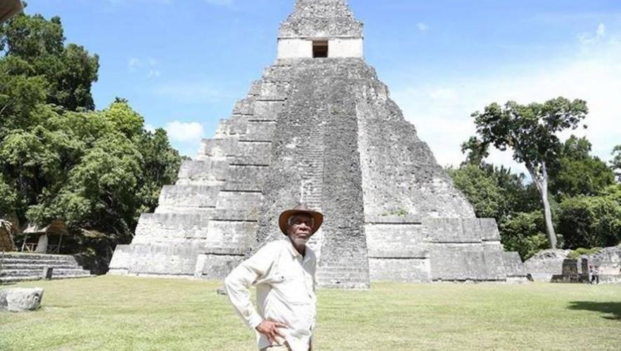 """El actor ganador de un Óscar, Morgan Freeman, filmó escenas de la serie """"Story of God"""" en Guatemala. (Foto: Facebook Noticias de Petén)"""
