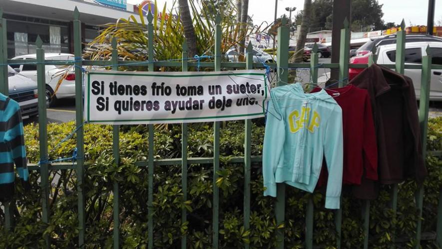 """El movimiento """"Si tienes frío toma uno, si quieres ayudar deja uno"""" se extendió hasta Fraijanes. (Foto: Facebook Freddy Ruiz)"""