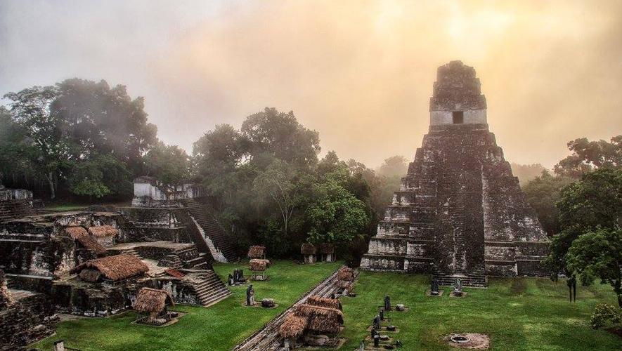 Amanecer en Tikal, viaje organizado por Balam Tours Gt | Enero 2016