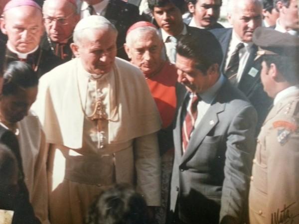 El papa Juan Pablo II fue recibido por el presidente de ese momento y su esposa.(Foto: Jorge Palmieri)