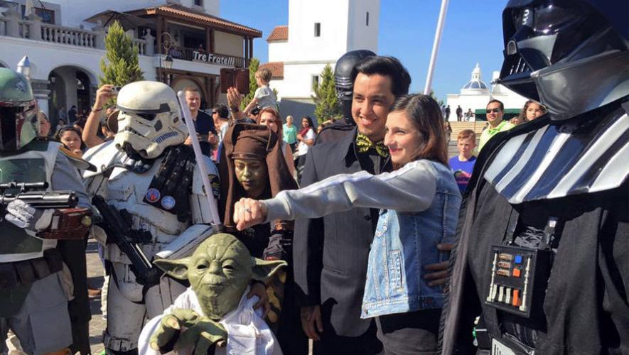 Una pareja en Guatemala se comprometió al estilo Star Wars. (Foto: Sergio Sosa)