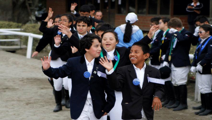 Selección guatemalteca en el desfile de clausura de Torneo Internacional de Equitación de Olimpiadas Especiales. (Foto: Olimpiadas Especiales Guatemala)