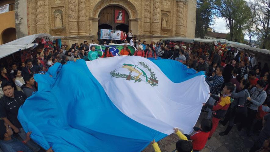 Un grupo de guatemaltecos viajó a Chiapas para ver al papa Francisco. (Foto: Al Vaticano X Guate)