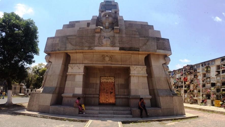 Un Tour por el Cementerio General