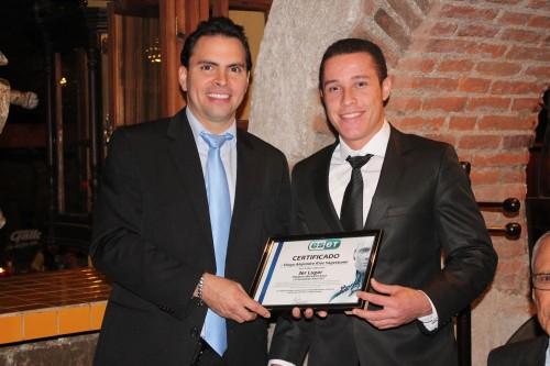 Diego Ríos —derecha— obtuvo el tercer lugar en los Premios Universitarios ESET de América Latina. (Foto: Cortesía de Juan Pablo Mijangos)