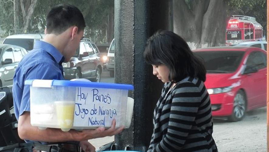 El joven argentino es conocido por su amabilidad y buena imagen al ofrecer sus productos. (Foto: Pablo Miranda)