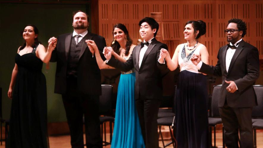 De izquierda a derecha: Adriana González, William Davenport, Fatma Said, Sehoon Moon, Anna Rajah y Will Liverman. (Fotografía: Frances Marshall Photography)