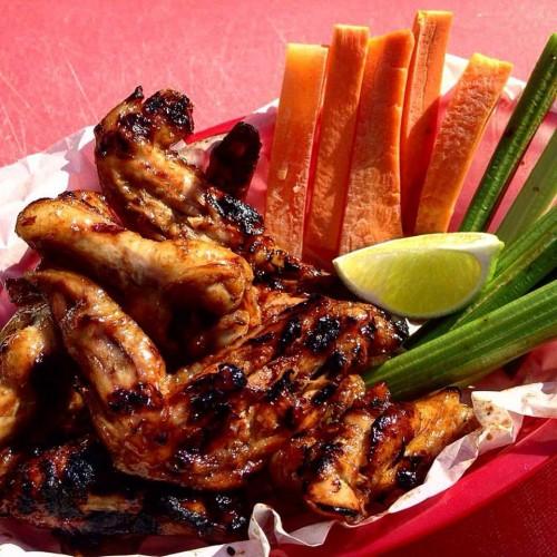 Alitas de pollo bañadas en aderezos, elaboradas con ingredientes naturales y frescos, sin fritura. (Foto: Utz Appetit)