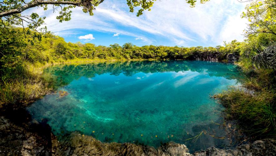 Impresionante cenote ubicado en Huehuetenango. (Foto: Alejandro Avila Torres)