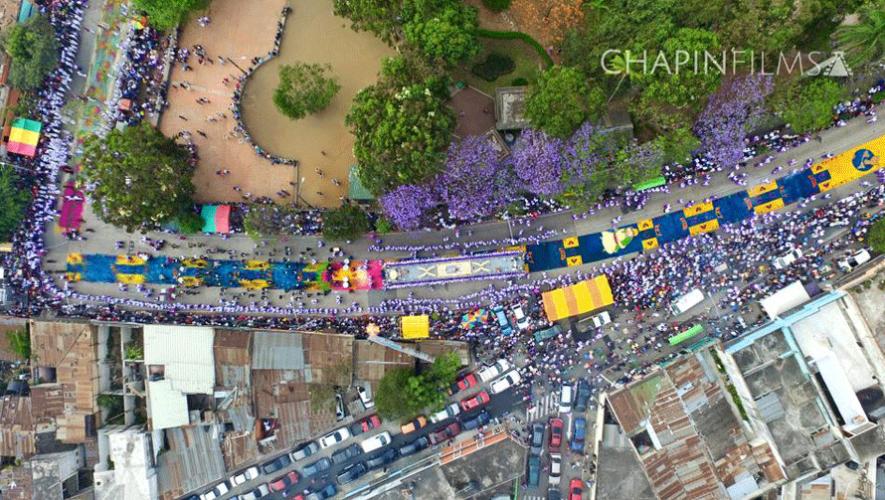 Vista área de la Procesión de Cristo Rey de Candelaria. (Foto: Chapin Films)
