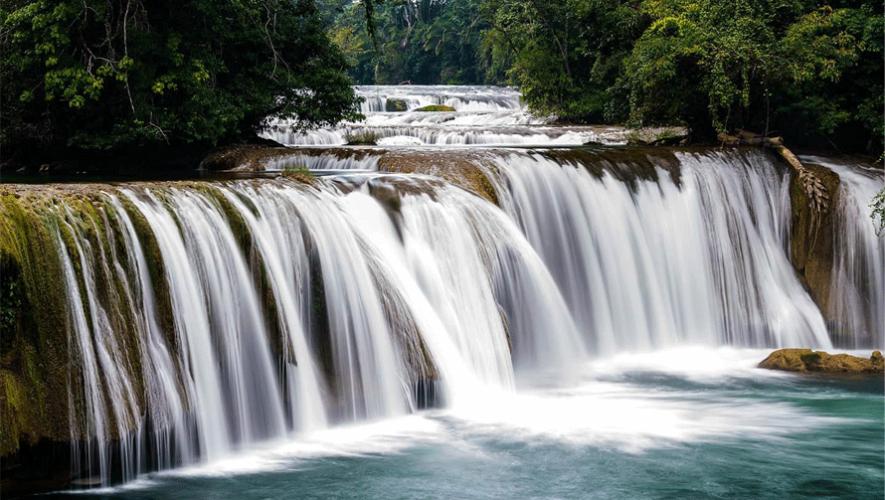 Las caídas de agua natural en Balneario Las Conchas, Alta Verapaz, Cobán. (Foto: Gracela o León)