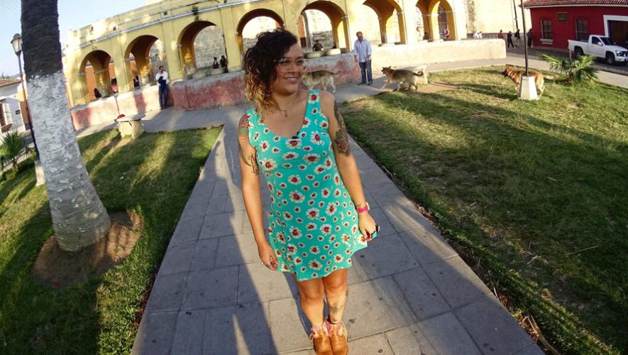 """Rebeca Lante grabando parte del documental """"Somos Guerreras"""" en Antigua Guatemala. (Foto: Rebeca Lane)"""