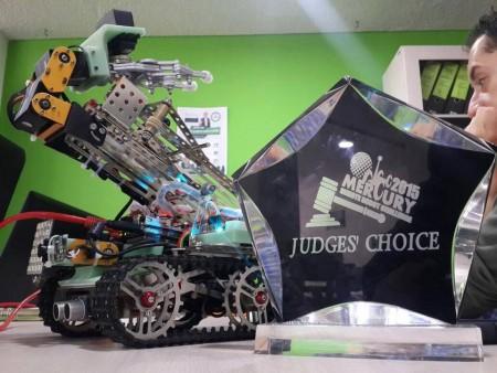 Robot diseñado por los guatemaltecos. (Foto: Periodista Digital & Primera Plana)