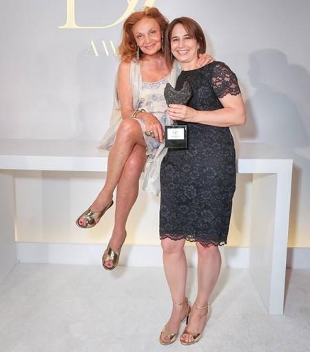 Maria Pacheco junto a Diane von Furstenberg, creadora de los DVF Awards. Foto