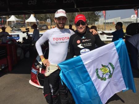 """El guatemalteco Andrés """"Lush"""" Saravia junto al piloto costarricense Jose Montalto. (Foto: Andres """"Lush"""" Saravia)"""