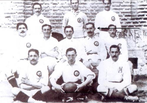 Fotografía de 1905 que muestra a Federico Revuelto (señalado) con el Madrid Fútbol Club. (Foto tomada de: Facebook Federico Revuelto)