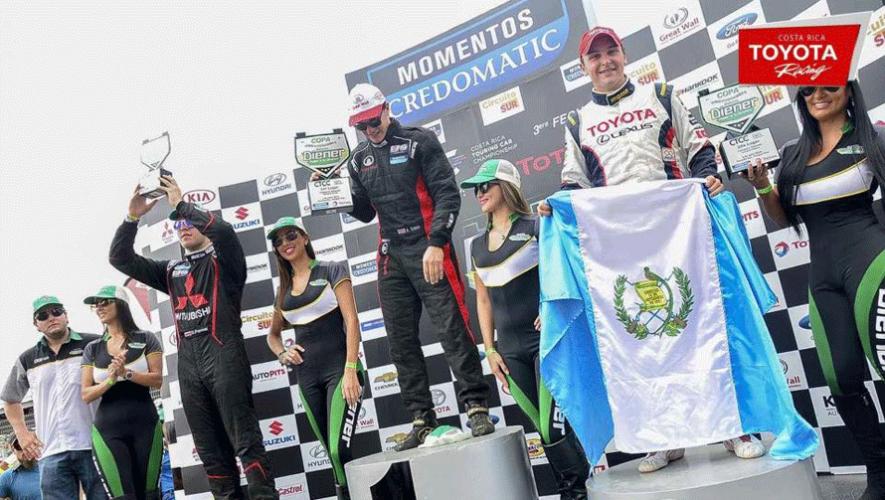 Andrés Saravia subió con la bandera de Guatemala al podio de la competencia  Costa Rica Touring Car Championship 2016. (Foto: Toyota Racing Costa Rica)