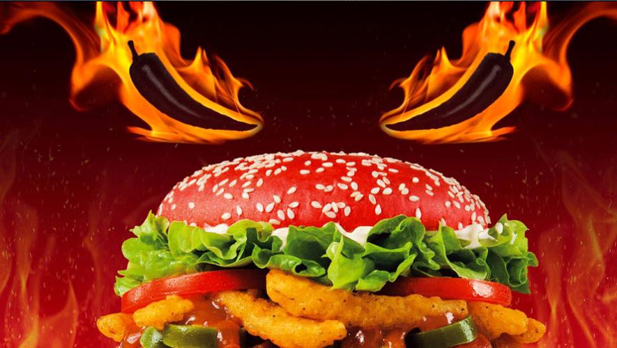 Angriest Whopper es el nombre de la nueva hamburguesa que promociona Burger King. (Foto: Burger King)