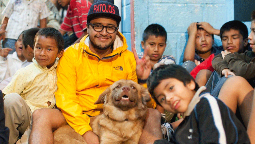 Con su fundación Los Patojos, Juan Pablo Romero ha ayudado a más de 1,000 niños en Guatemala. (Foto: CNN)