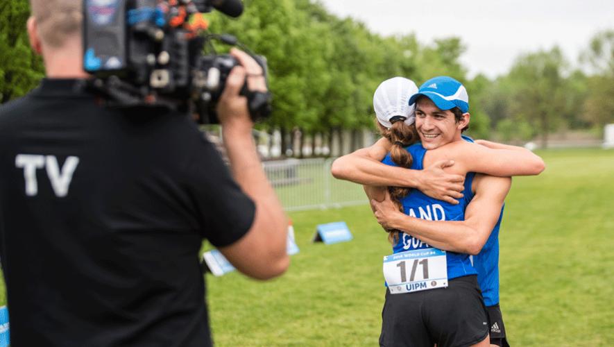 Charles Fernández e Isabel Brand obtuvieron el oro en la categoría Relevo Mixto en el Mundial de Pentatlón Moderno. (Foto: UIPM)