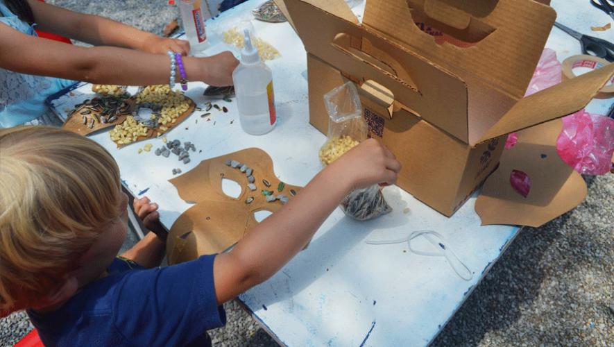 A través de kits artesanales, DIDART enseña a los niños de dónde proviene la materia y a crear sus propias artesanías. (Foto: Didartguatemala)