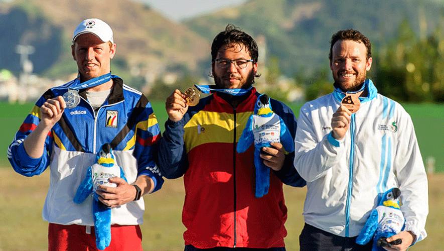 Yannick Peeters, Alberto Fernández y el guatemalteco Jean Pierre Brol. (Foto: ISSF)