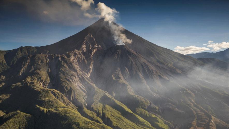 Fotografía del Volcán Santiaguito y Volcán Santa María. (Foto: Ivan Castro)