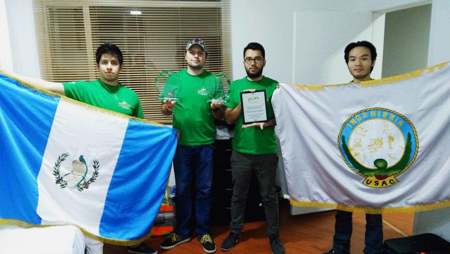 Los estudiantes Rodrigo De León, Jorge Balsells, Fredy Chang y David Barrientos representaron a Guatemala en el Mercury Robotic Challenge Latinoamérica. (Foto: David Barrientos)