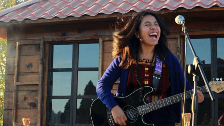 Sara Curruchich durante una presentación en los Cuchumatanes. (Foto: Sara Curruchich)