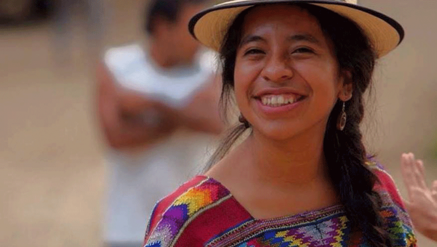 La cantante guatemalteca deleita al público con sus canciones en español y kaqchiquel. (Foto: Sara Curruchich)