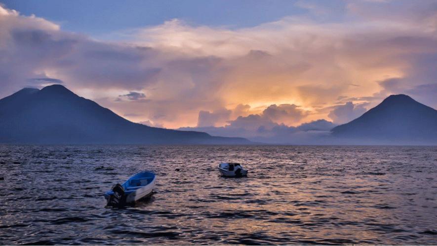 El Lago Atitlán está rodeado de tres volcanes y doce pequeños pueblos indígenas. (Foto: Sam Hyatt)