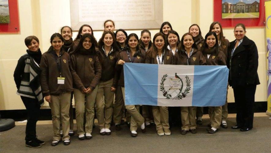 Grupo de estudiantes guatemaltecas que viajó a Londres para la competencia World English Experience. (Foto: Liceo Secretarial Bilingüe)