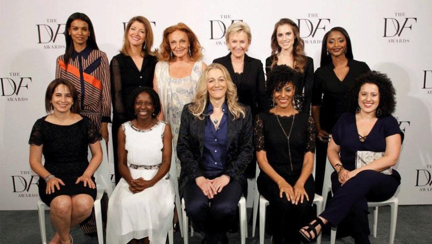 María Pacheco (sentada, extremo izquierdo) junto a otras mujeres nominadas en los DVF Awards. (Foto: DVF - Diane von Furstenberg)