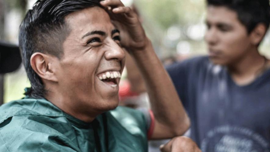 A través de un corte de cabello, A Barber Ministry brinda felicidad a las personas que viven en las calles. (Foto: A Barber Ministry)