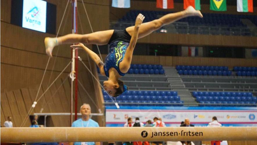 La gimnasta guatemalteca Ana Sofía Gómez durante su entreno antes de la Copa Mundial de Gimnasia 2016. (Foto: Ana Sofía Gómez Porras)