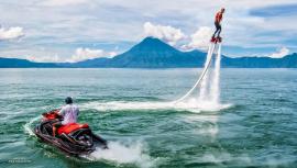 Vive un momento de adrenalina al máximo al practicar flyboarding en Guatemala